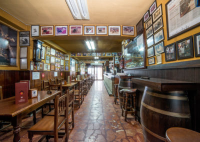 Taberna San Cristobal Interior Vista 1 hacia puerta