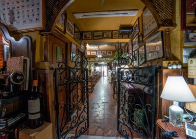 Taberna San Cristobal Interior Vista 2 hacia puerta